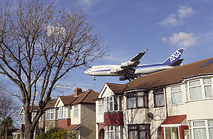 Airplane_Over_Homes